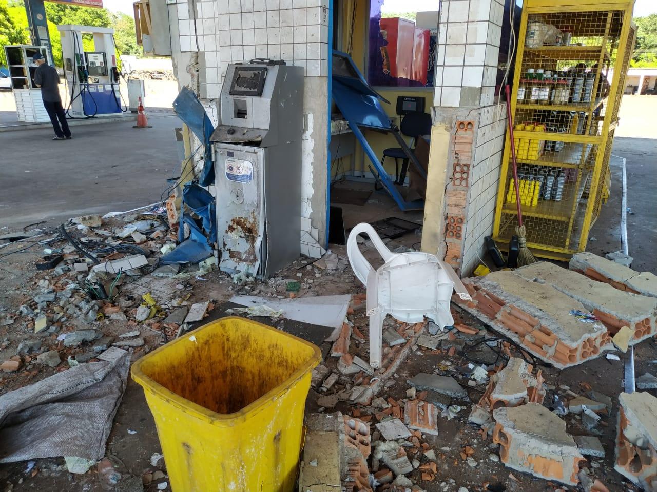Bando usou dinamite para explodir cofre de posto em Teresina - Foto: Matheus Oliveira/Portal Meio Norte