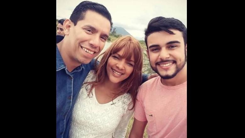 Flordelis posa ao lado do pastor Anderson e o novo namorado, em 2018/reprodução instagram