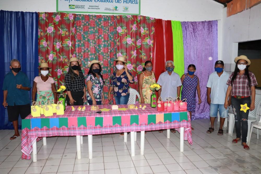 Evento para Apresentar Equipe do CRAS para o Grupo de Idosos em Lagoinha  - Imagem 2