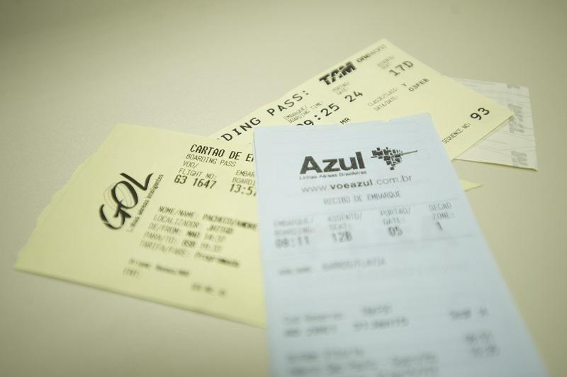 Consumidores podem pedir reembolso de passagens aéreas