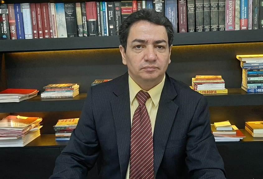 O advogado Décio Mota defende a inocência de Francisco de Assis