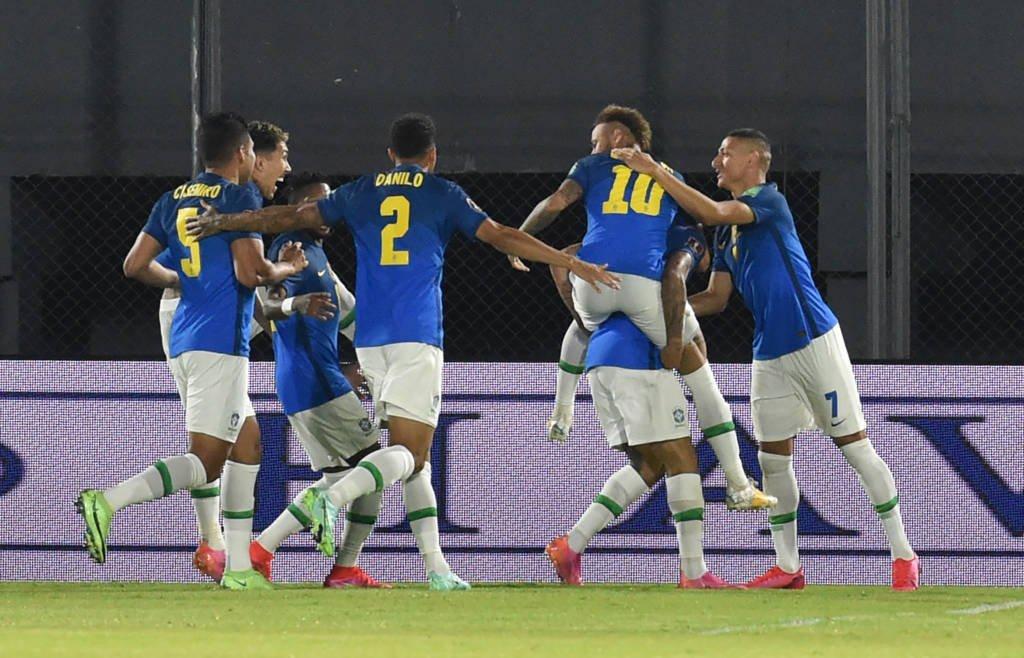 Com gol de Neymar, Brasil vence o Paraguai e lidera Foto: Norberto Duarte- AFPCom gol de Neymar, Brasil vence o Paraguai e lidera Foto: Norberto Duarte- AFP