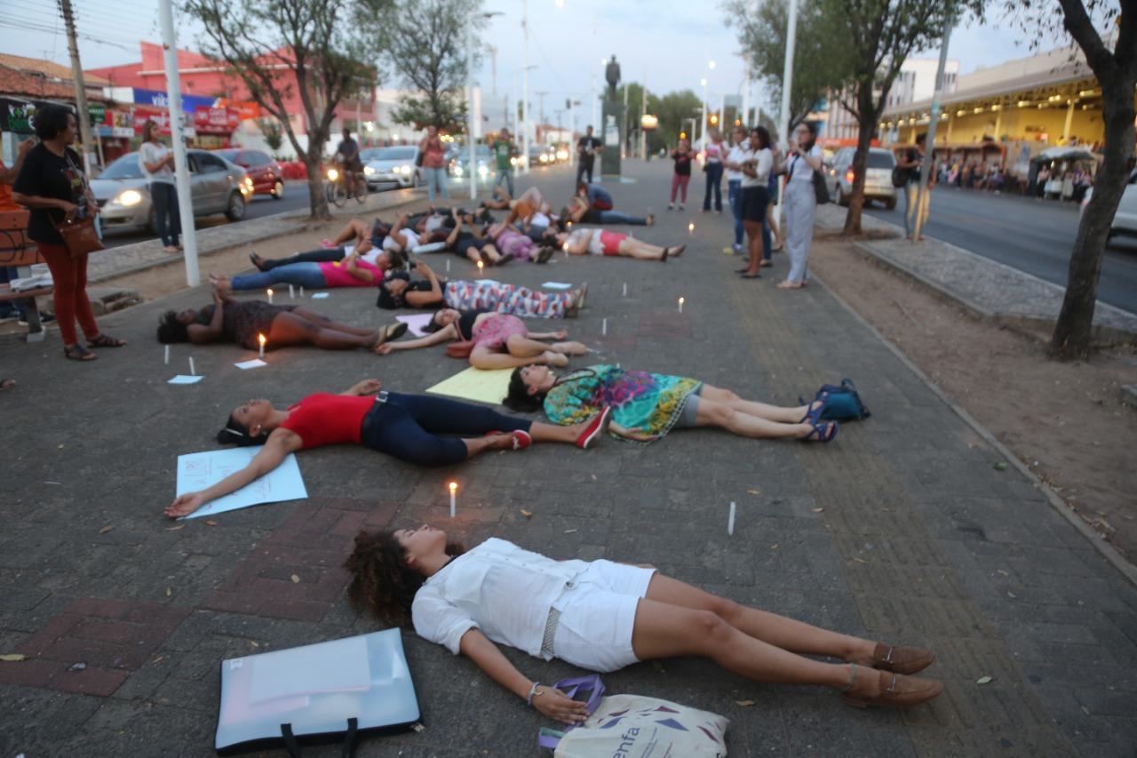 Manifestação contra feminicídio em Teresina ( foto: Efrem Ribeiro)