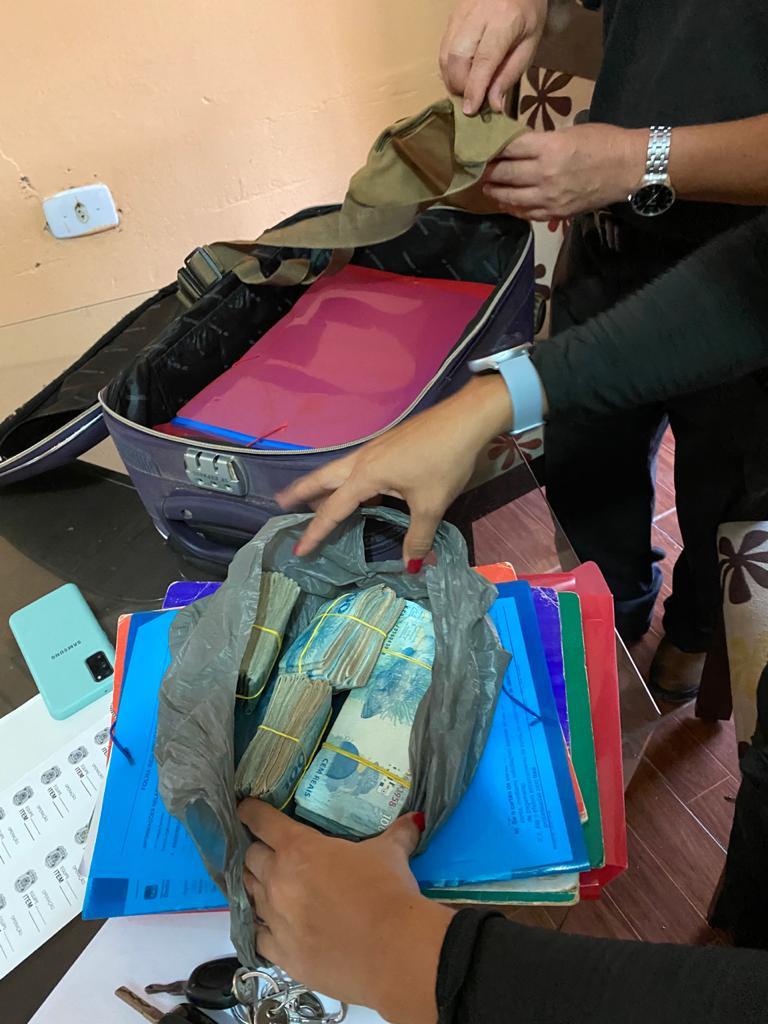 Polícia encontrou cerca de 60 mil reais em dinheiro durante a operação - Foto: Divulgação/PF