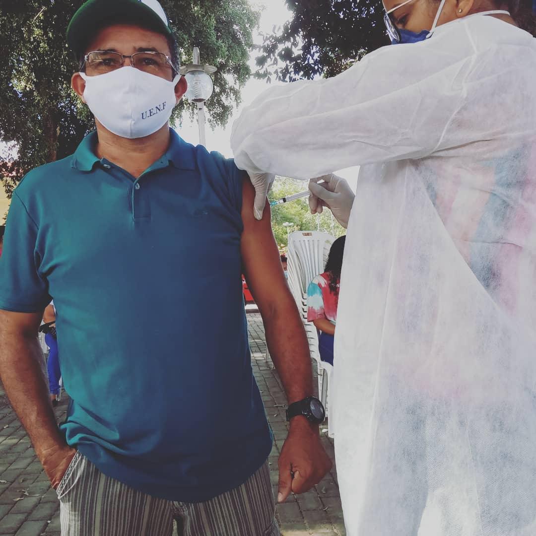 Prefeito João Luiz prestigia o Dia D de vacinação para professores - Imagem 5