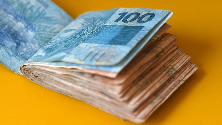 Salário minímo no Brasil subiu para R$ 1.100
