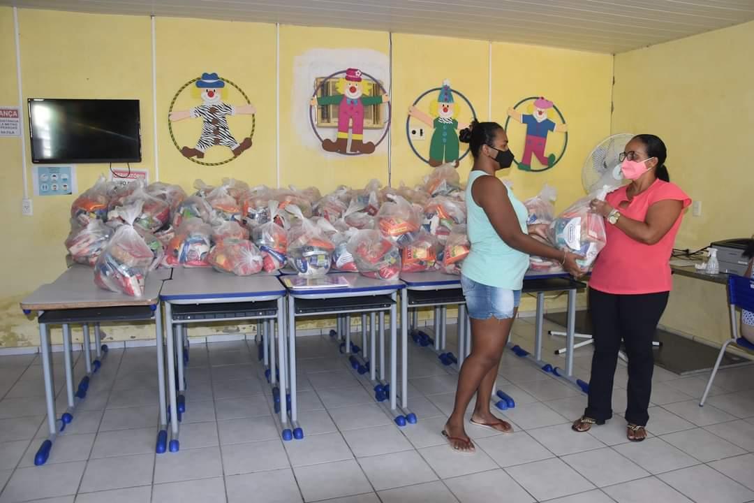 Prefeitura de Monsenhor Gil faz entrega de alimentos da merenda escolar - Imagem 4