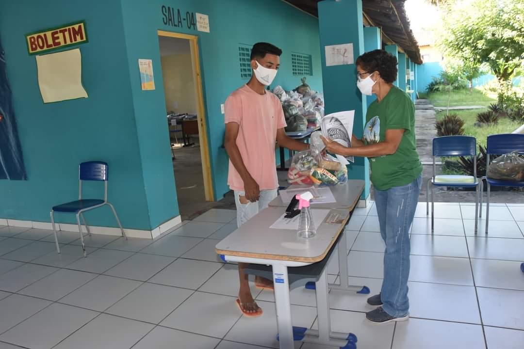 Prefeitura de Monsenhor Gil faz entrega de alimentos da merenda escolar - Imagem 8