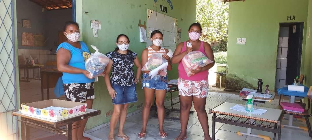 Prefeitura de Monsenhor Gil faz entrega de alimentos da merenda escolar - Imagem 6