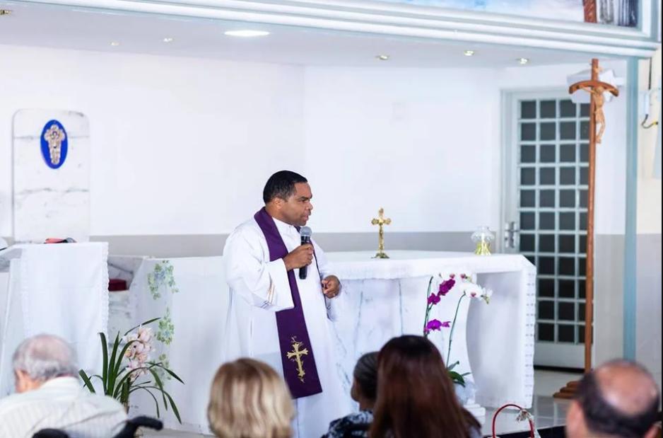 Padre é suspeito de submeter jovem a sessão de estupros (Foto: Reprodução)