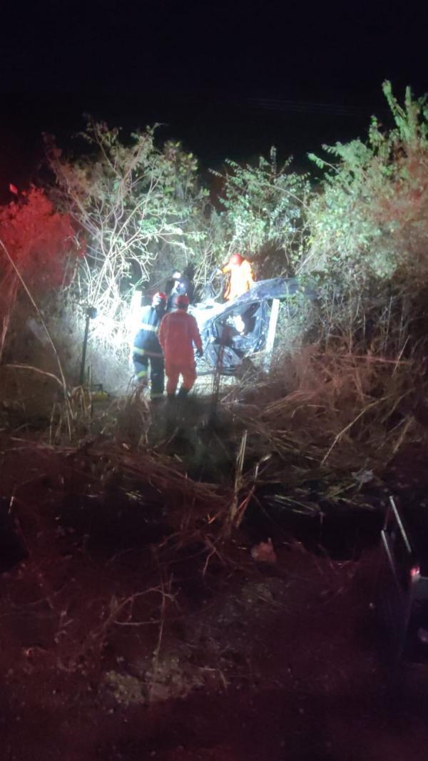 Homem morre e três pessoas ficam feridas após grave acidente em Floriano - Imagem 2