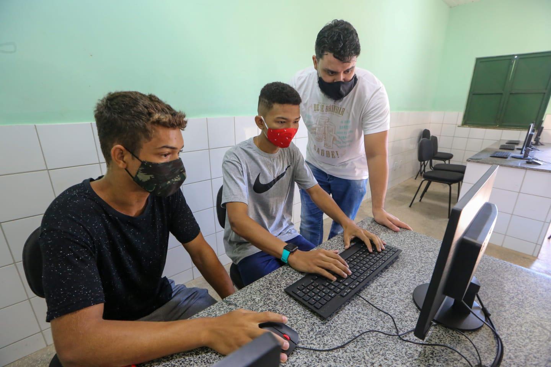 Plantão Enem ajuda estudantes a efetuar inscrição no Exame | FOTO: Divulgação