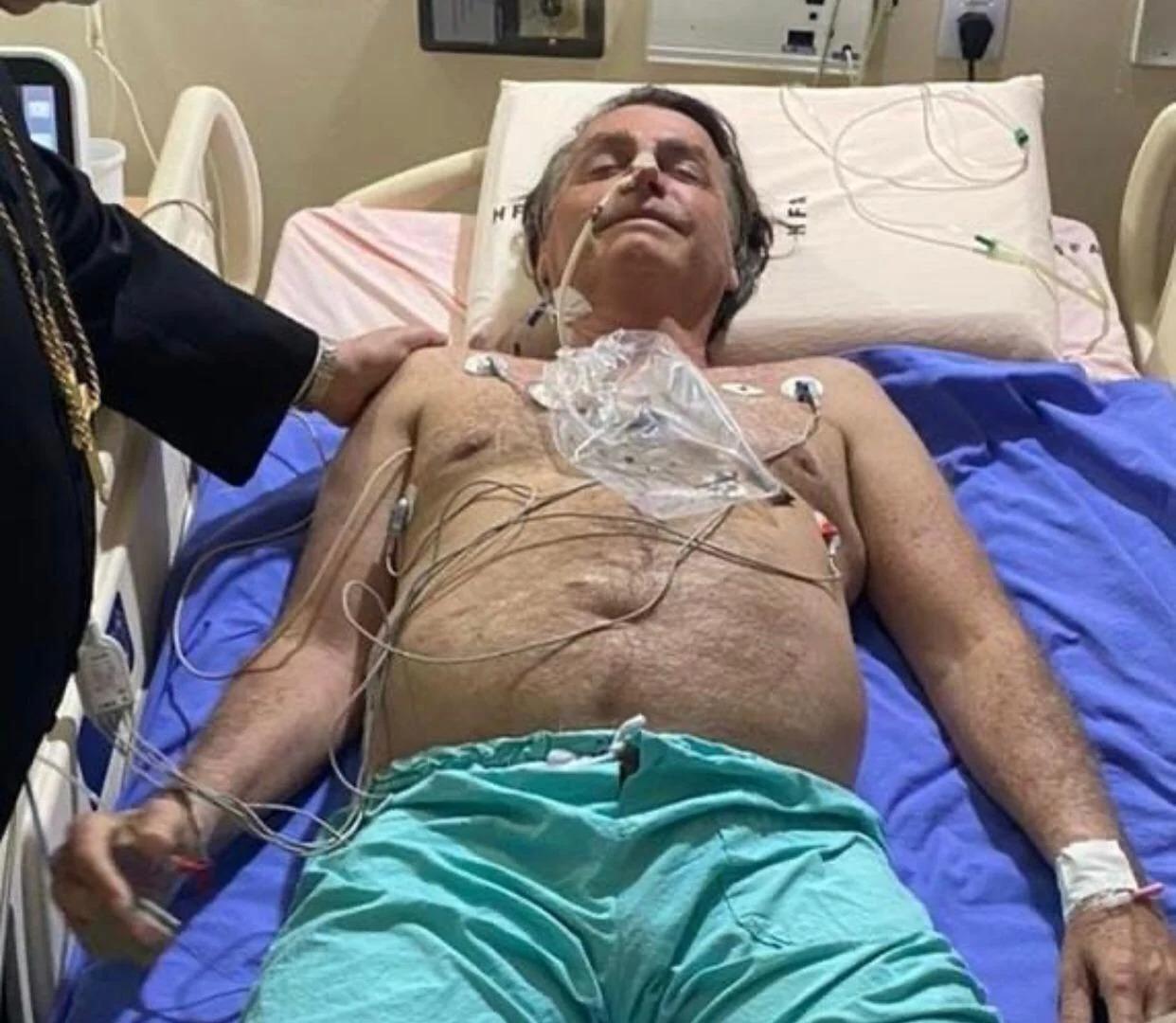 Bolsonaro antes de ser transferido para São Paulo (Foto: Reprodução/ Redes Sociais)
