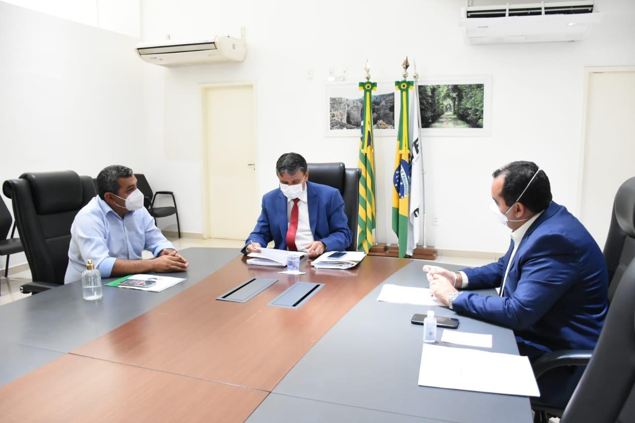 Governador Wellington Dias tratou de abastecimento de água com Georgiano Neto e o prefeito Edite de Neném (Divulgação)