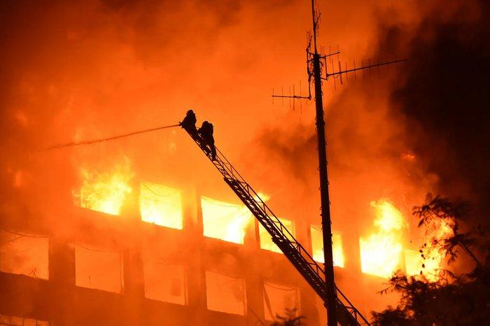 Incêndio atinge prédio da Secretaria de Segurança Pública do Rio Grande do Sul — Foto: ReproduçãoIncêndio atinge prédio da Secretaria de Segurança Pública do Rio Grande do Sul — Foto: Reprodução