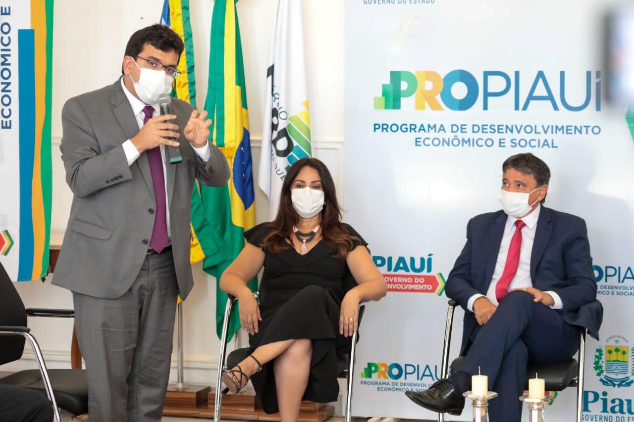 Os estudantes matriculados no PROAJA, receberão, do Governo do Estado, uma bolsa no valor de R$400 - Foto: Ccom