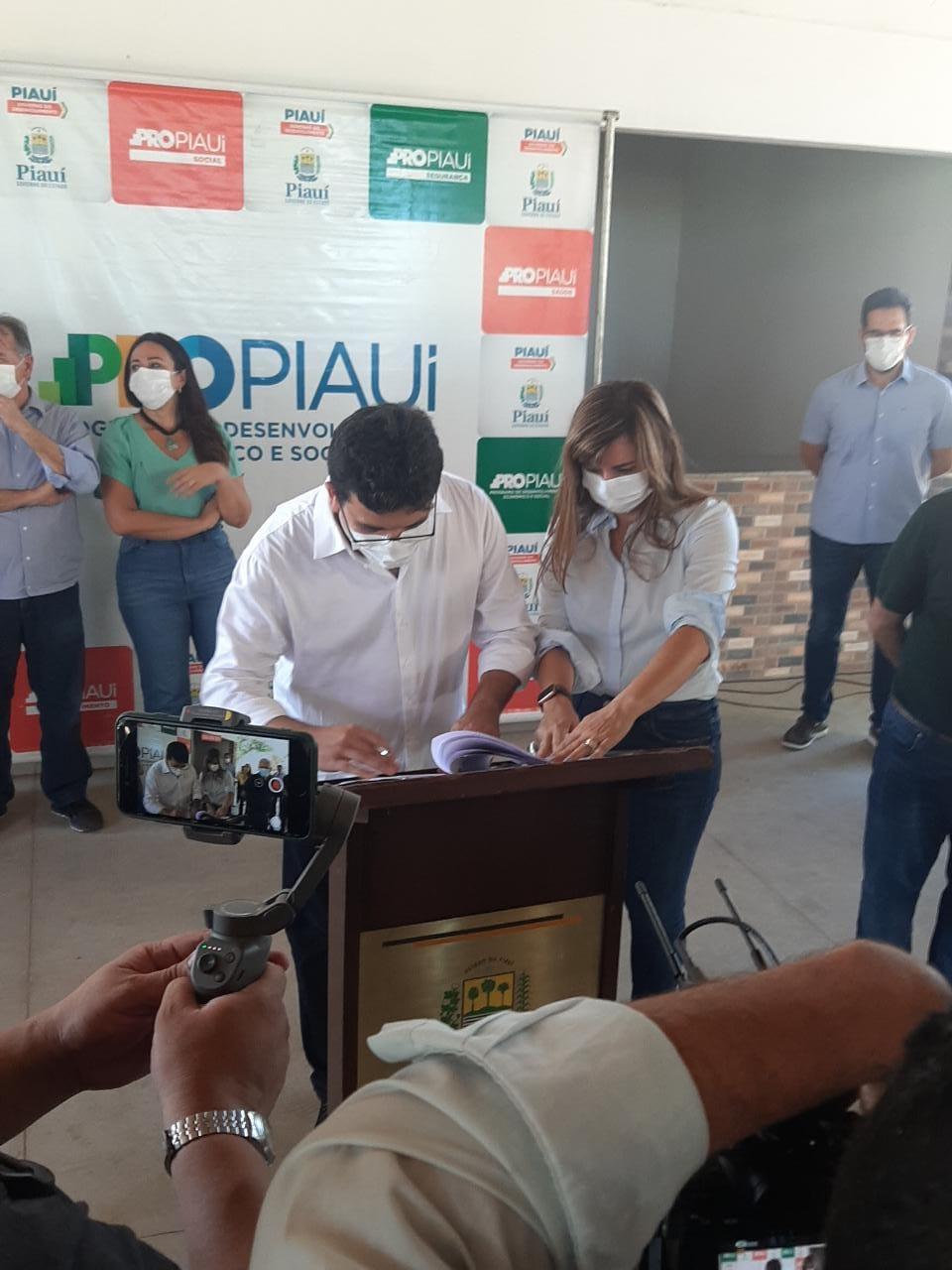 Rafael Fonteles assina autorização para ordem de serviço de restauração de trechos de rodovias do Piauí