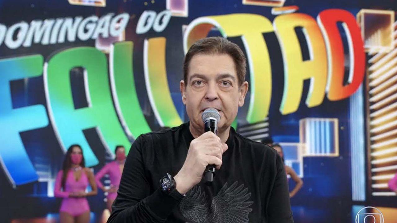 Faustão assinou contrato com a Band emissora na qual, ele inciciou sua carreira na tv