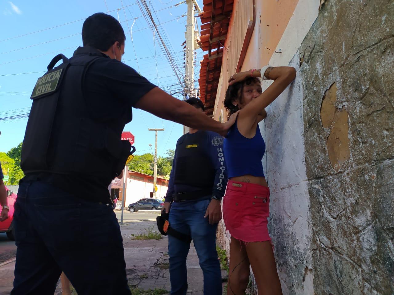 Acusada de matar moradora de rua é presa em flagrante (Foto: Ivan Lima/ Portal MN)
