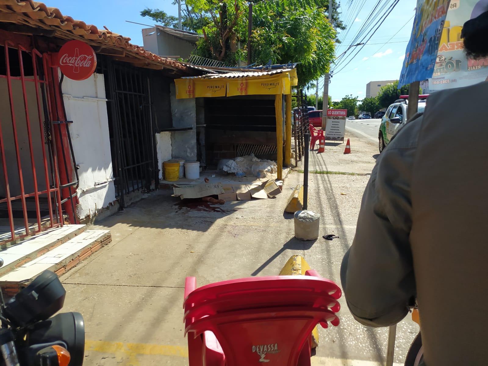 Moradora de rua é morta com facada no pescoço na zona Sul de Teresina (Foto: Ivan Lima/ Portal MN)