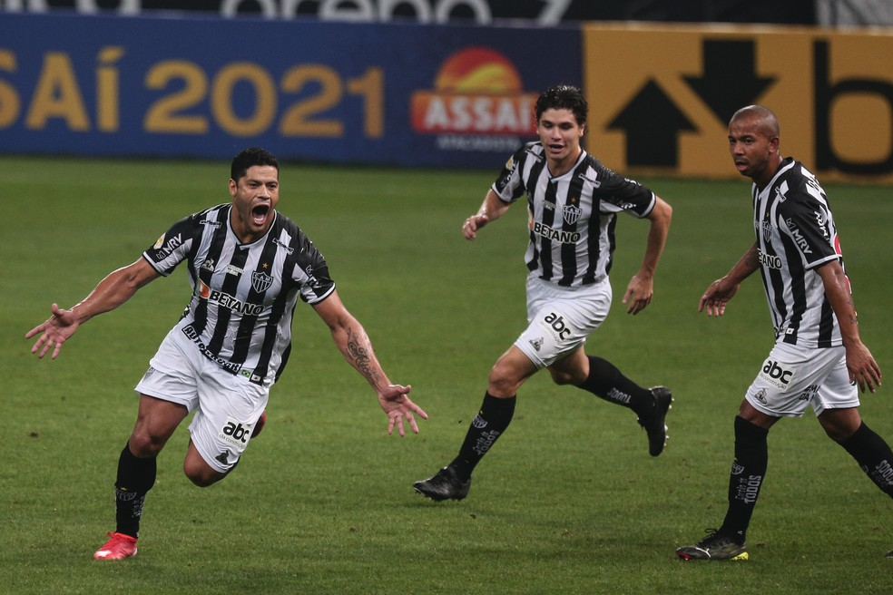 Corinthians sai na frente, mas Atlético-MG vira com gols de Hulk