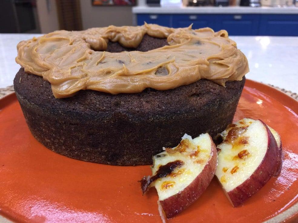 Aprenda a preapar um saboroso bolo de maçã com canela para sobremesa - Imagem 1