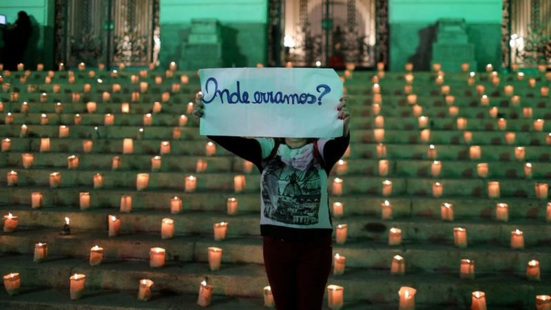 Ato contra as mortes por Covid-19 (Foto: Reuters)
