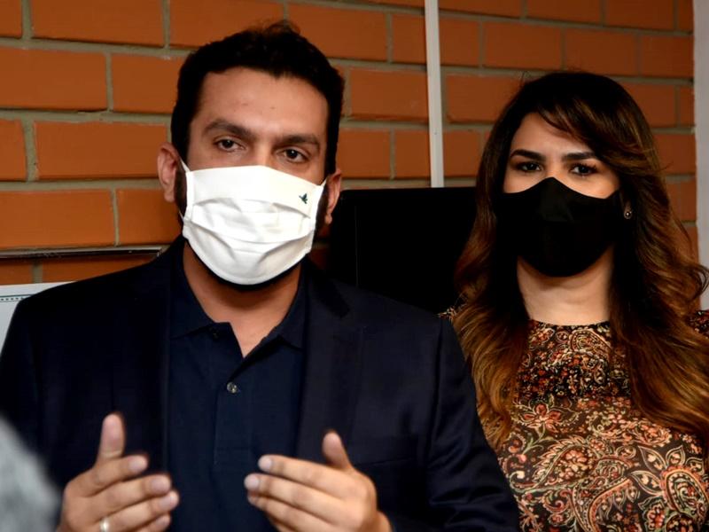 Marina Santos, ao lado do esposo Marcos Vinícius, confirma que será candidata à reeleição