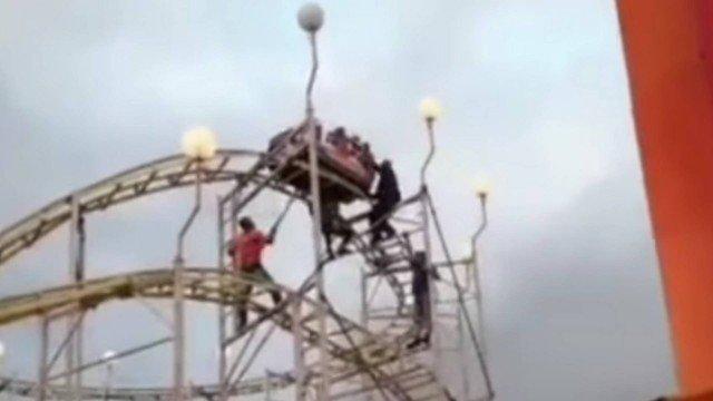 O resgate da família presa na Montanha Russa foi dificil/ reprodução