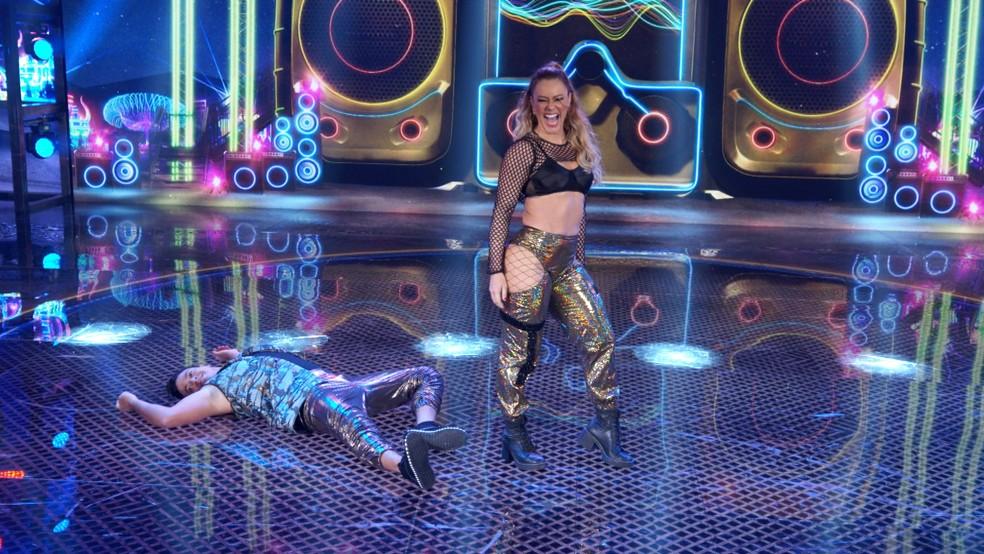 """Após a """"bundada"""" o coreográfo e professor de Paola na comeptição caiu"""