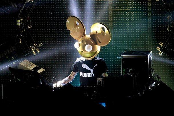 Artistas participantes usam máscaras bem diferentes. (Foto: Wikimedia Commons)