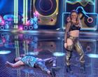 """Paolla Oliveira derruba dançarino com """"bundada"""", no Super Dança dos Famosos"""