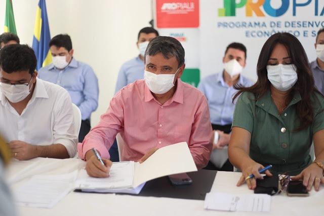 Wellington Dias visita obras e autoriza ações do PRO Piauí em Luís Correia  - Imagem 3