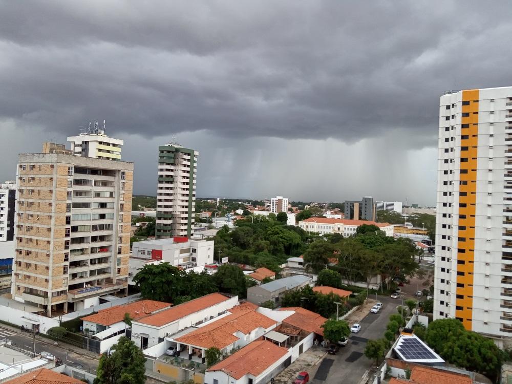 Chuva no fim da tarde de quinta-feira (1°) trouxe queda na temperatura em boa parte do Piauí- Foto: Vanderson de Paulo/JMN