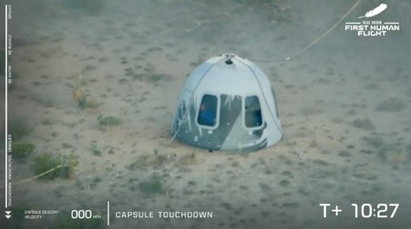Cápsula da Blue Origin pousa com Jeff Bezos e mais três tripulantes - Imagem: Reprodução/YouTube