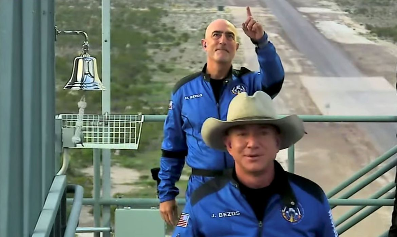 Jeff Bezos no momento em que estava a caminho da nave - Imagem: Blue Origin/via REUTERS