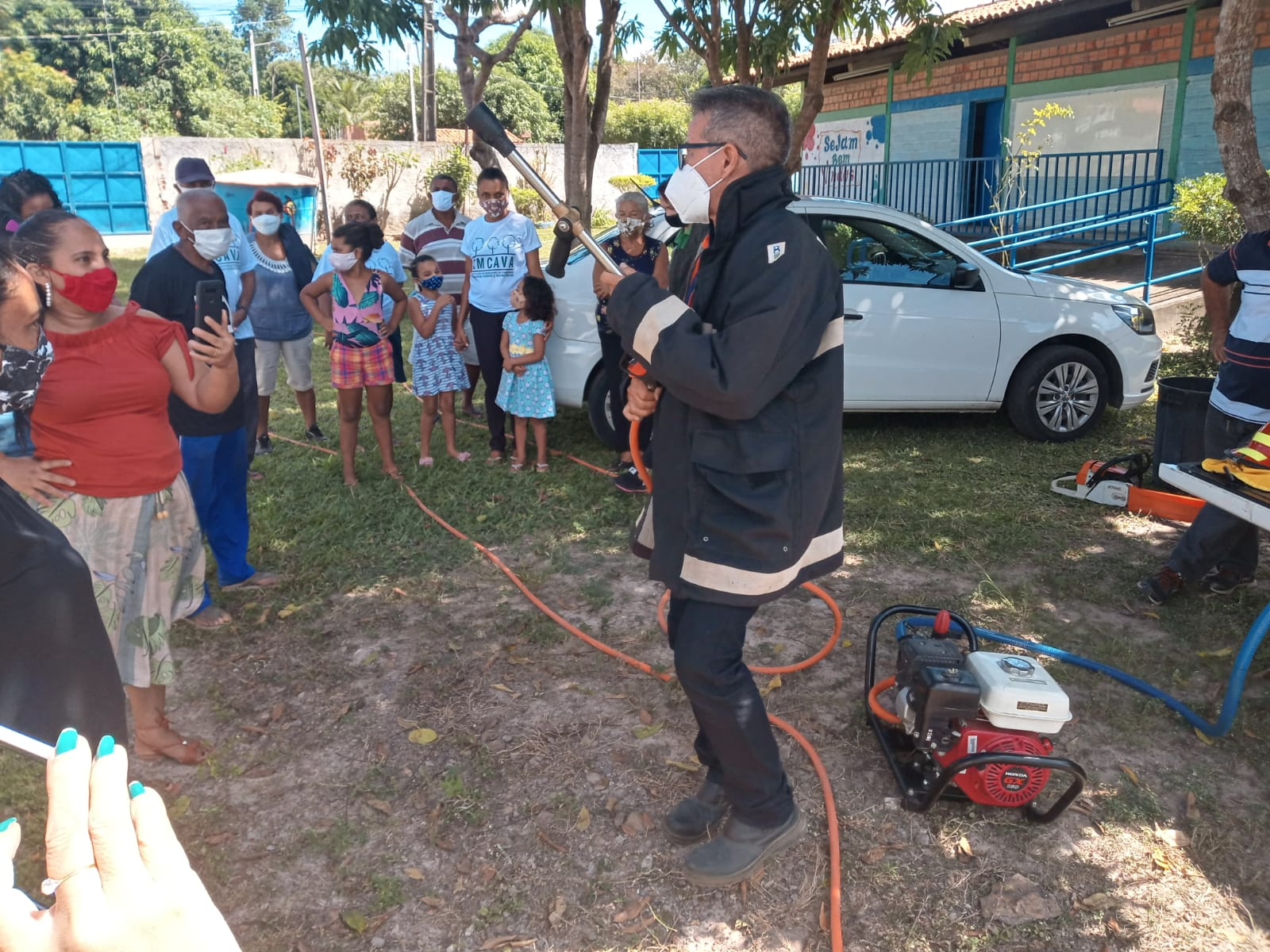 Os moradores participaram de uma oficina de combate a incêndios - Foto: Ascom
