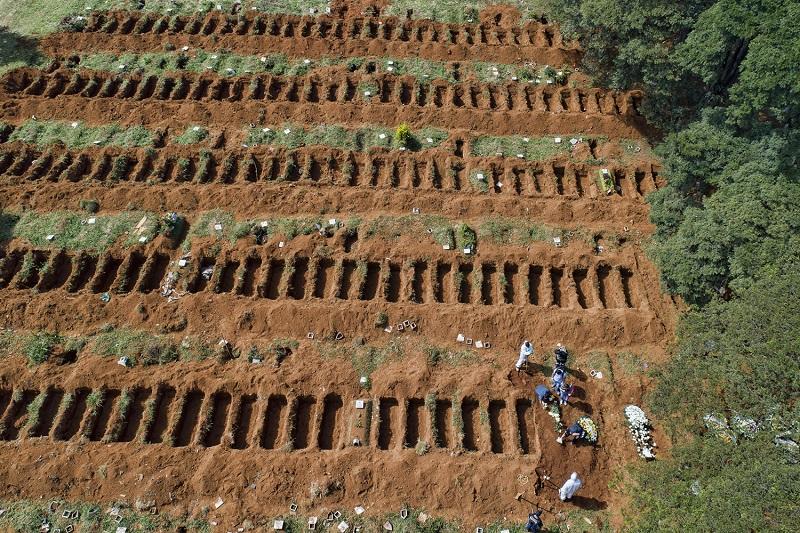 Mortes por Covid-19 no Brasil já somam mais de 545 mil  FOTO: Andre Penner/AP