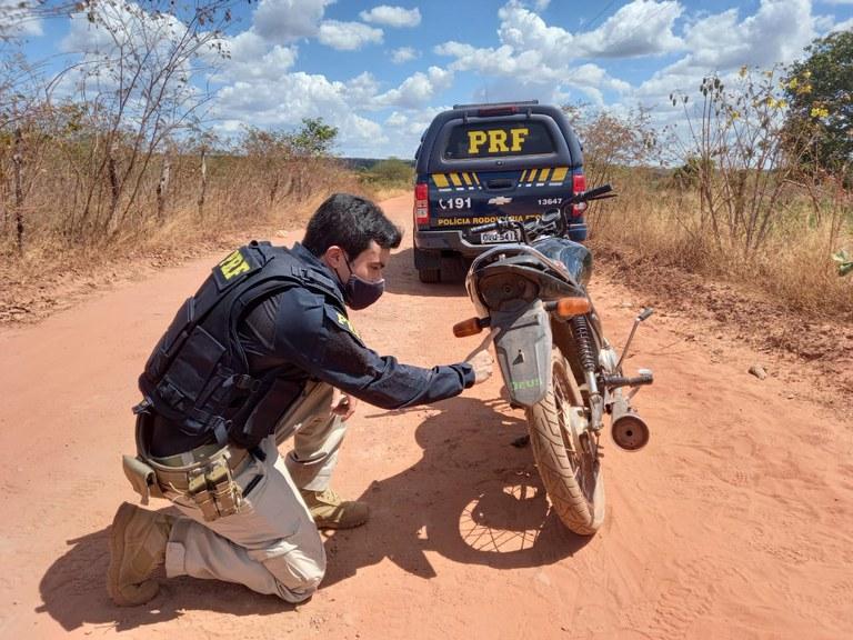 Ao fazer a abordagem, os policiais identificaram que o homem apresentava sinais de ingestão de bebida alcoólica - Foto: Divulgação/PRF