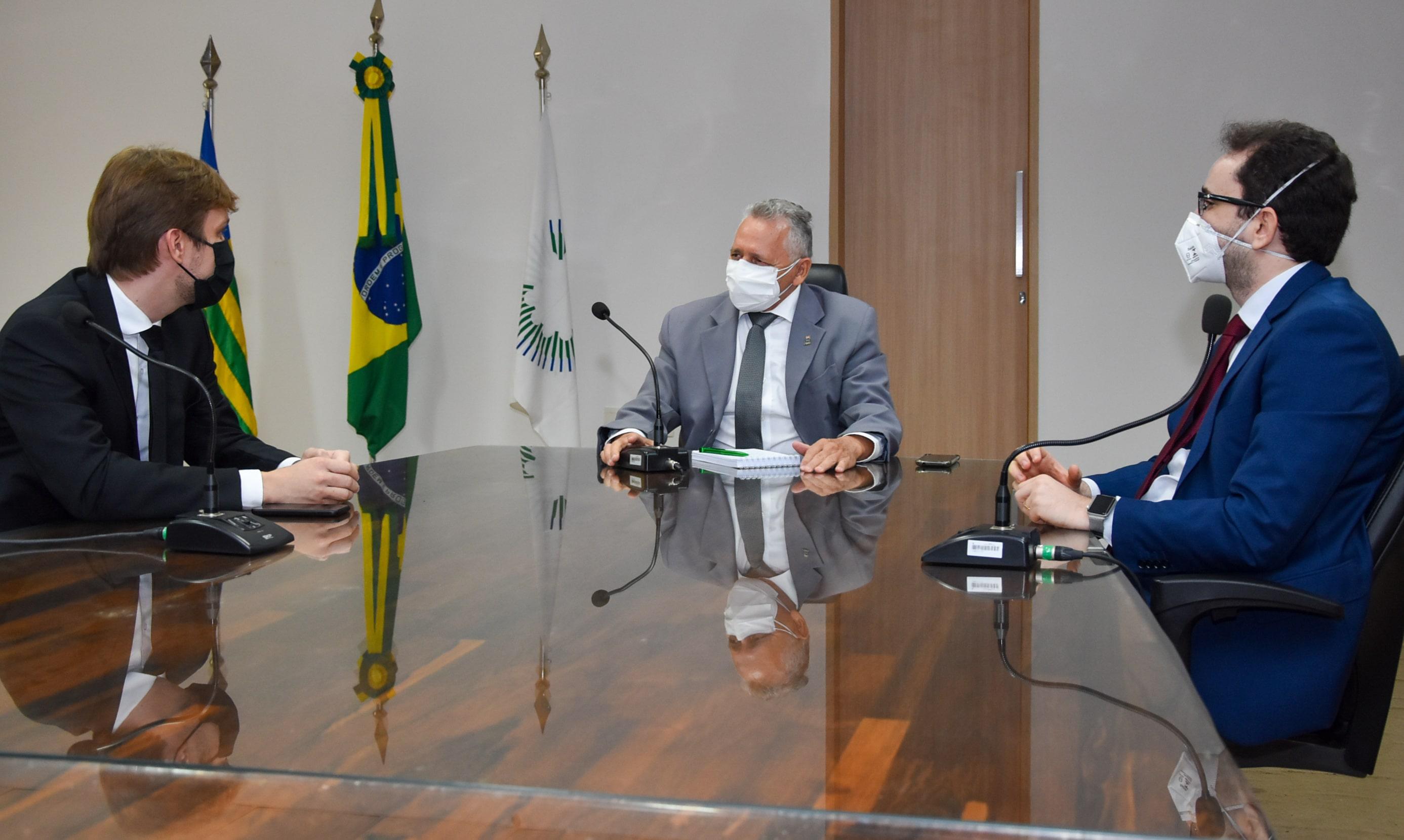 Reunião de articulação do Reitor Gildásio Guedes com oProcurador-chefe da PGF no PI, Caio Nogueira ( à esquerda) e o Procurador-chefe da Procuradoria junto à UFPI, Luciano Rezende, em março desde ano, para tratar do tema- Foto: Ascom