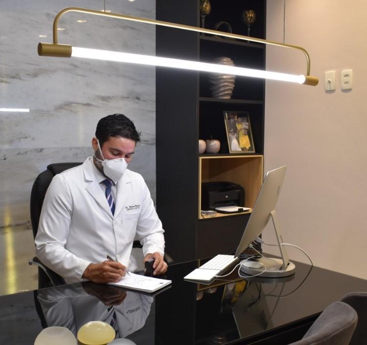 Cirurgião plástico William Machado alerta para os riscos de fazer cirurgias por profissionais que não são especialistas