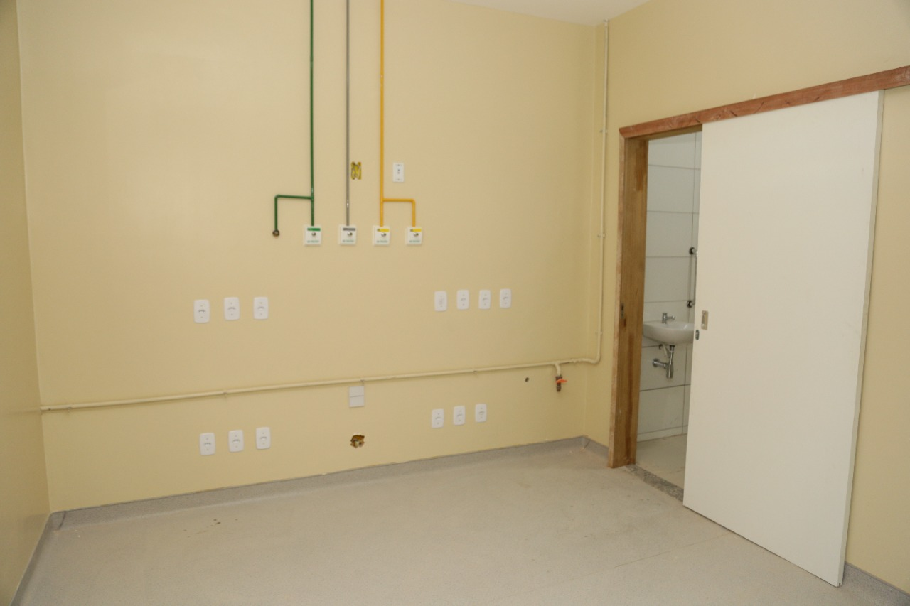 Reforma já está em andamento no hospital, com a construção de 20 leitos de UTI individuais   FOTO: Regis Falcão