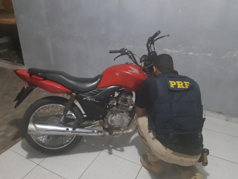 Motocicleta HONDA/CG 125 FAN ES que era conduzida pela suspeita - Foto: Divulgação/PRF