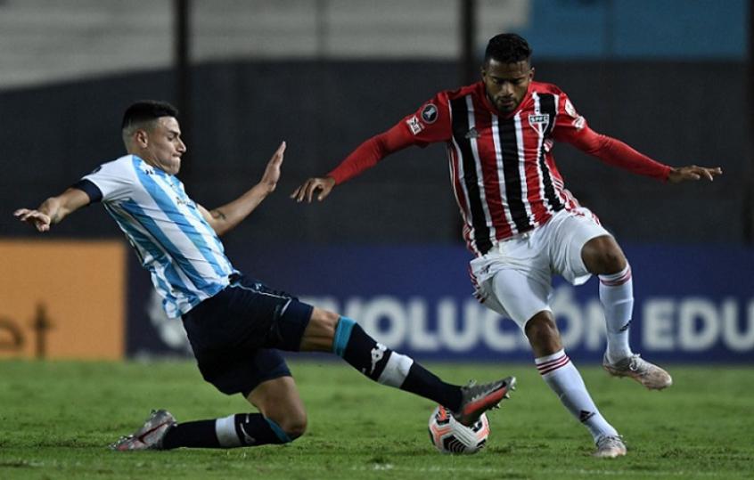 O São Pauloreencontrou nas oitavas o Racing, rival na fase de grupos. Foto: Marcelo Andelli AFP