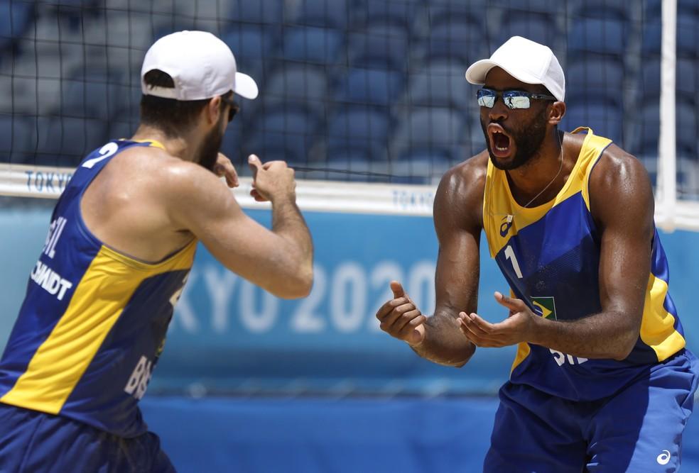 Bruno Schmidt e Evandro vencem chilenos no vôlei de praia Foto: Reuters/John Sibley