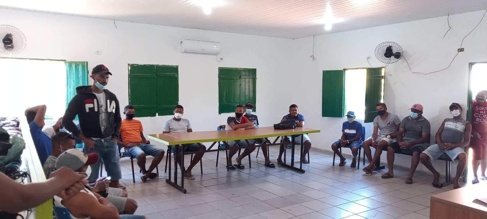 Prefeito de Cajazeiras  realiza entrega de uniformes - Imagem 2