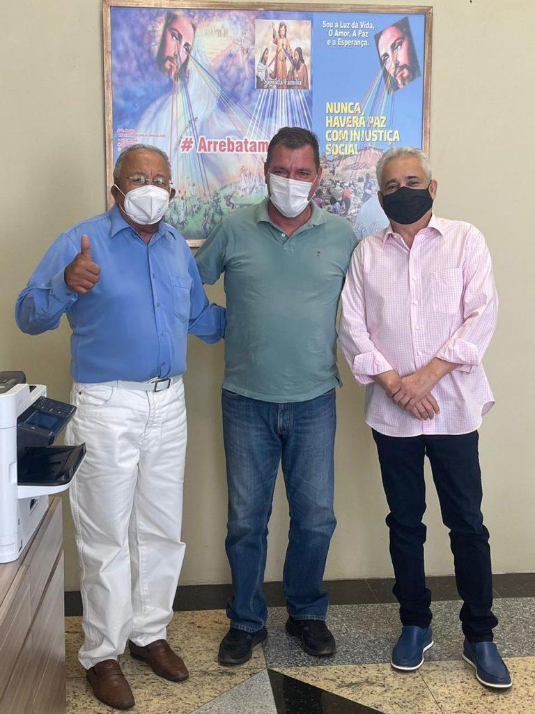 Vereador Joaquim Caldas com o prefeito Dr. Pessoa e o secretário de Finanças, Robert Rios (Divulgação)