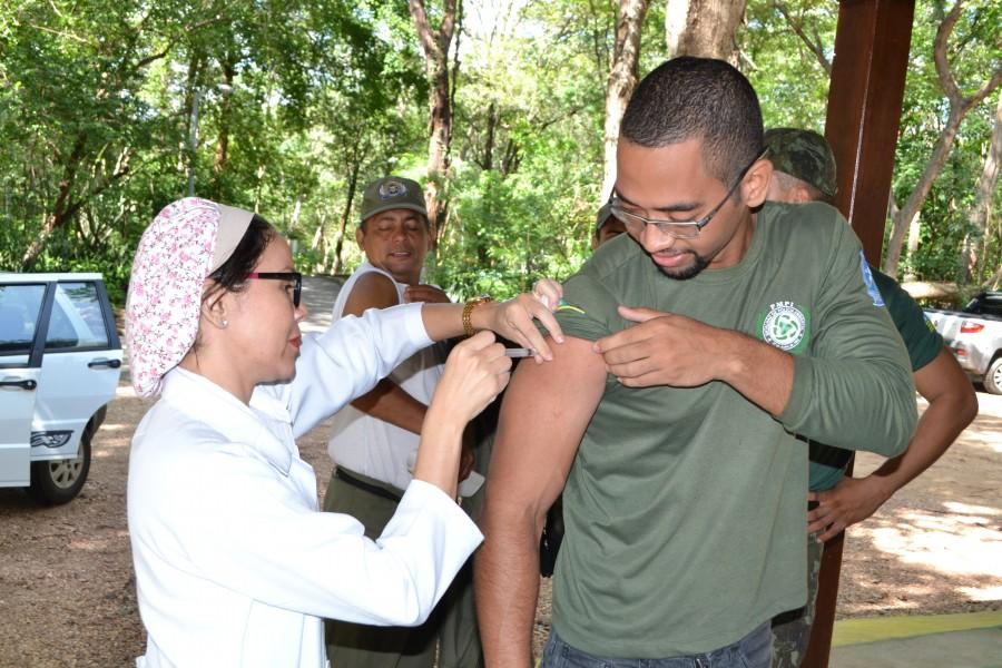 Segunda dose da vacina contra covid-19 de policiais militares é antecipada - Imagem 1