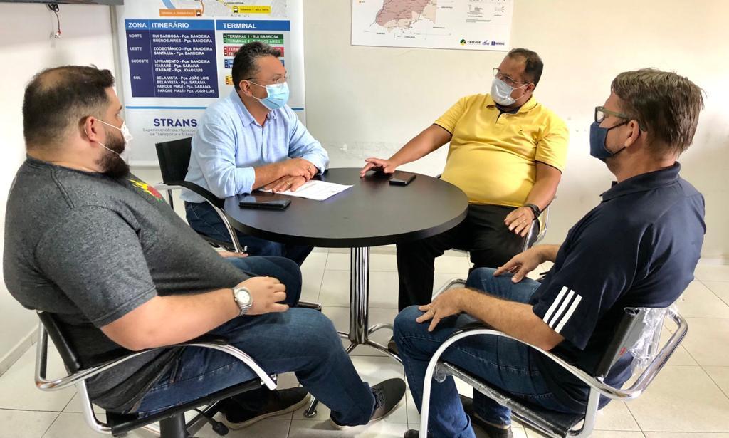Dudu fez visita ao Strans para analisar documentos