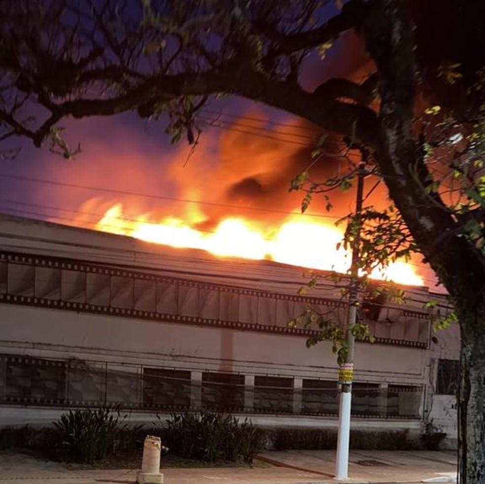 Incêndio atinge prédio da Cinemateca, em SP — Foto: Reprodução/Ariane Breyton